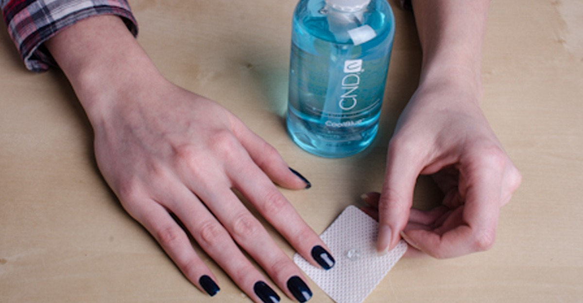 Чем в домашних условиях снять лак с ногтей